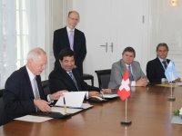 El 20 de marzo/14 el titular de la AFIP firmó el convenio con Suiza.