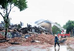 En el incendio intencional del depósito murieron 10 personas.